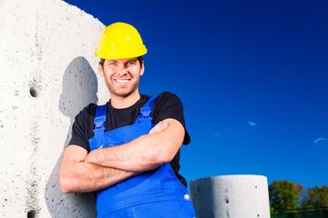 Bauarbeiter einer Baustelle auf Tiefbau Projekt