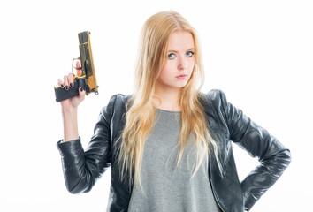 Blondes Mädchen mit Waffe