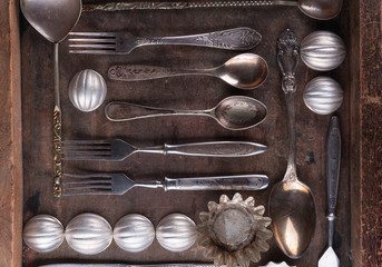 Old cutlery in a wooden box.