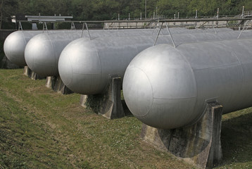 tanks very sturdy to hold methane gas