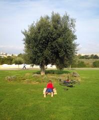 Ragazzo al parco