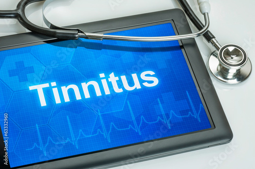 Tablet mit der Diagnose Tinnitus auf dem Display