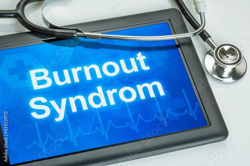 Tablet mit der Diagnose Burnout auf dem Display