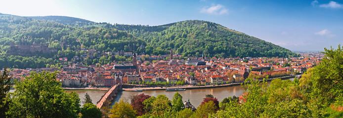 Blick vom Philosophenweg auf das morgendliche Heidelberg