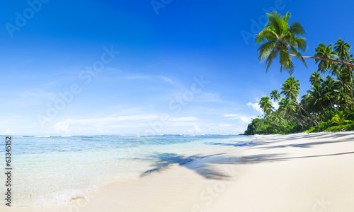 canvas print picture Bright Day in a Beach