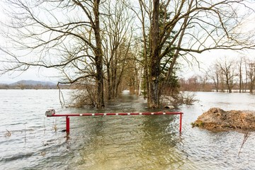 Flooded barrier