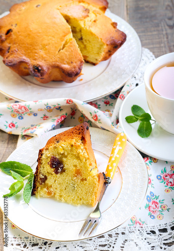 Raisin & dry apricot cake and tea