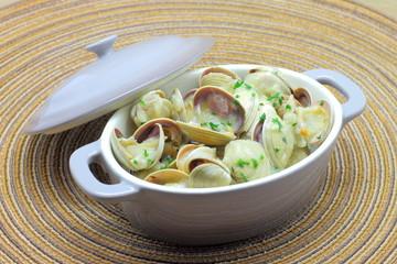 Almejas a la marinera o en salsa verde