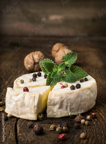 brie cheese with spices and mint