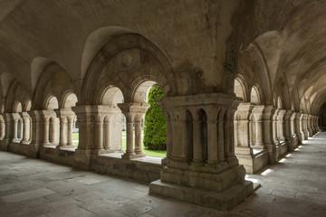 Kreuzgang im ehemaligen Kloster Fontenay