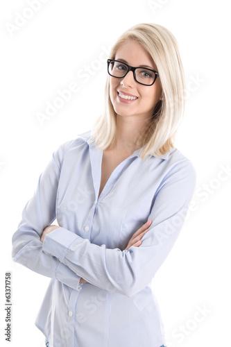 Junge lachende Auszubildende mit Brille - freigestellt auf Weiß