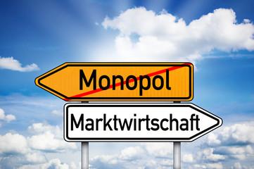 Wegweiser mit Monopol und Marktwirtschaft