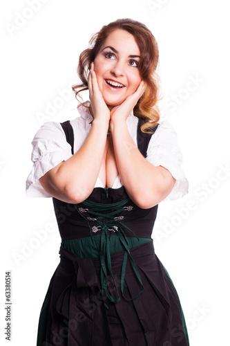 glückliche junge Frau in Tracht