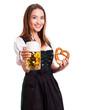 junge brünette Frau im Dirndl mit Bier und Brezn