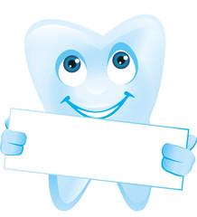 lächelnder Zahn mit Gesicht hält weisses Schild