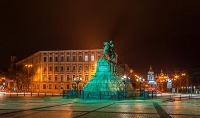 The Bogdan Khmelnitsky monument and Mikhailovsky monastery