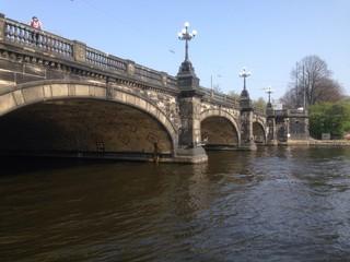 ponte sul lago