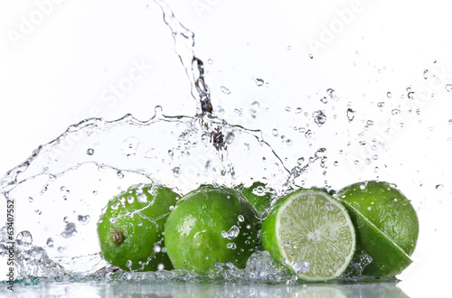 Limes with water splash - 63407552