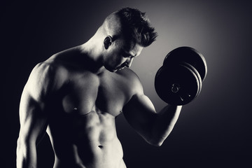 Muscular man weightlifting