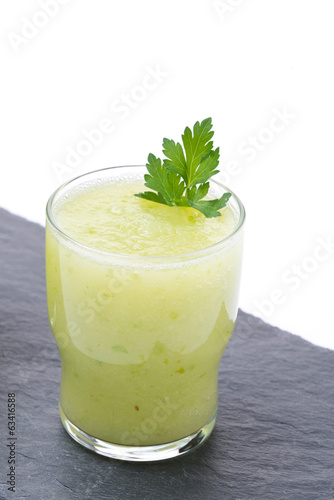 detox cocktail of fresh apple, celery and lime