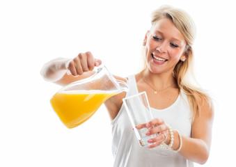 Orangensaft eingießen