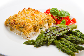 filetto di merluzzo in crosta con asparagi
