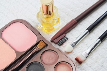 Makeup brushes and make-up eye shadows, cosmetics