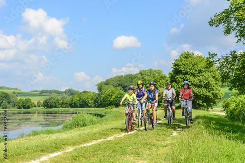 Papiers peints Cyclisme Radausflug mit Großeltern