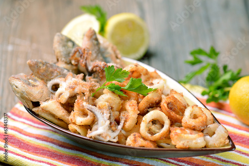 canvas print picture calamari e pesce fritto
