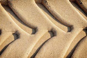 huellas de rueda en la arena