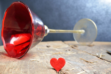 cuoricino e calice rosso fondo vintage