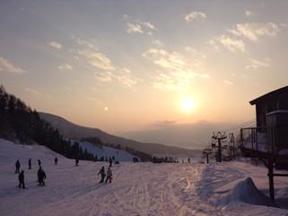 スキー場の夕暮れ