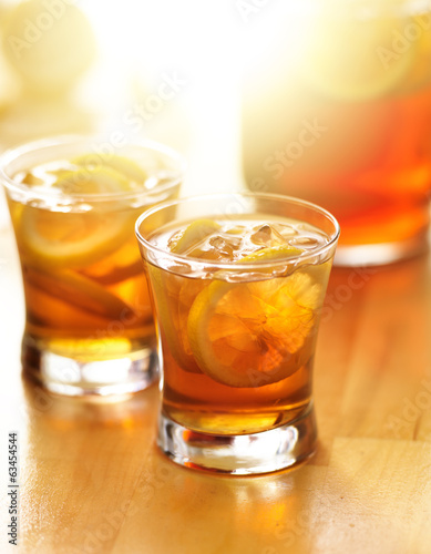 iced southern sweet tea with lemon slices