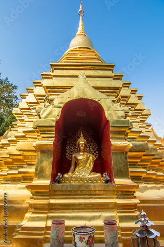 Golden pagoda at Wat Phan Ohn temple in Chiang Mai