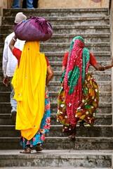 India - Donne in sari al lavoro