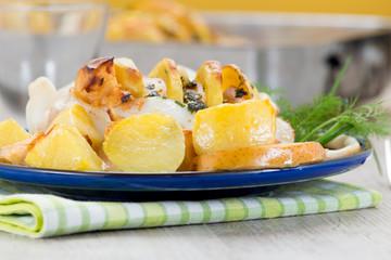 Seppia ripiena servita in un piatto blu