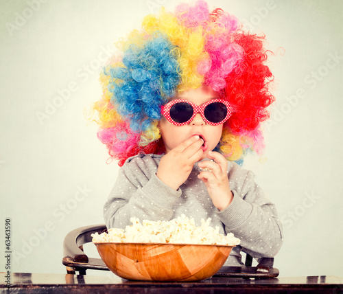 Clown with pop corn
