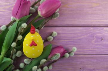 kurczaczek wśród tulipanów