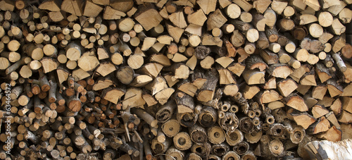 Log store storing winter fuel