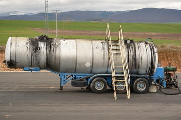 Remolque de camion con deposito  metalico