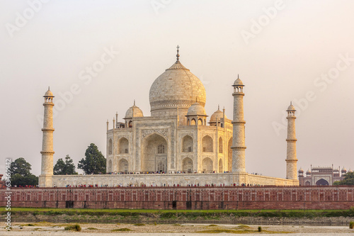 taj mahal in sunset