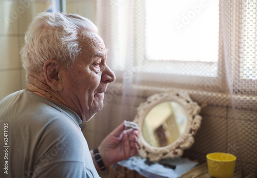 canvas print picture Senior man shaving