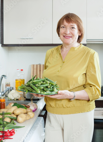 woman cooking vegetables with okra