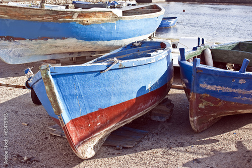 traditional apulian rowing boats