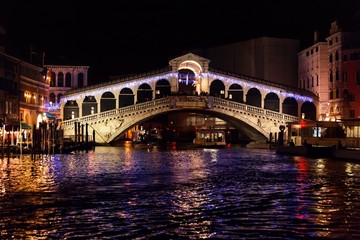Rialto bridge in venice - night