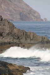 Oleaje entre rocas