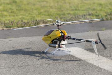 Hélicoptère modèle réduit