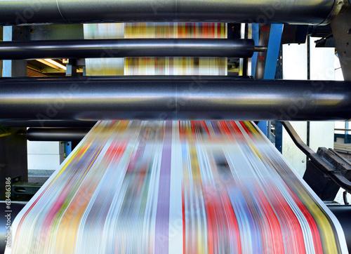 Druck von Tageszeitung // Pressure of daily newspaper - 63486386