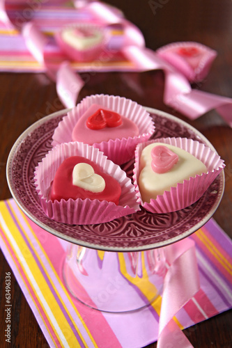 herz petit fours in rosa