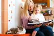 Mutter liest Gute Nacht Geschichte vor